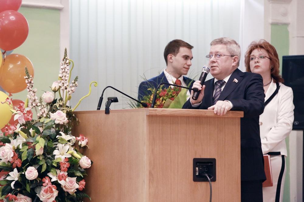 А. Торшин вручил дипломы выпускникам Московского государственного ...