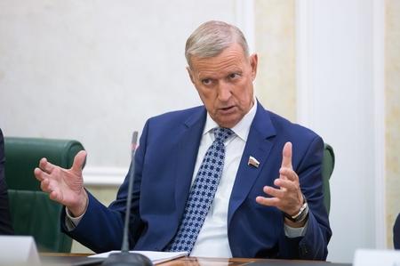 Г. Горбунов Совместное заседание Комитетов СФ по конституционному законодательству и государственному строительству и по аграрно-продовольственной политике и природопользованию