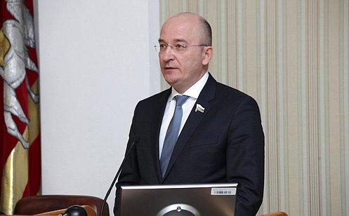http://council.gov.ru/media/photos/large/0KObRSGzeM25t3KfkNJkANew5QlDAohs.jpg