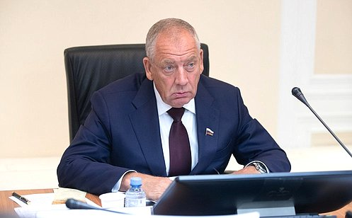 http://council.gov.ru/media/photos/large/0RDHjjt3dHjkiMA1PLlIaldUATtqoBg3.jpg