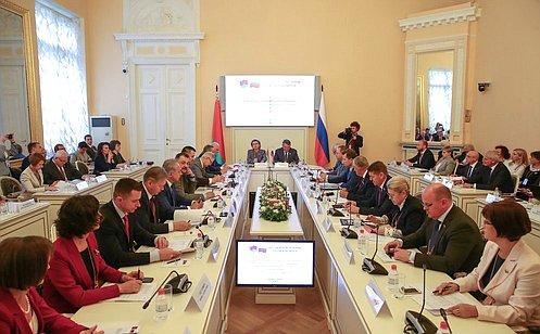 Ю. Воробьев: Форум регионов России иБеларуси дает возможность обсудить широкий круг вопросов, актуальных для граждан двух стран