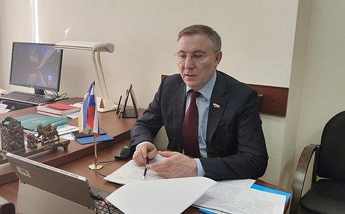 http://council.gov.ru/media/photos/large/8gLb6yTa5FAKDuQsy2jd6fQCkkNisJXy.jpg