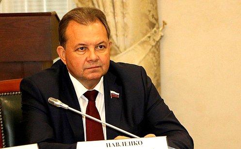 В.Павленко: Надо возобновить традицию награждения городов орденами