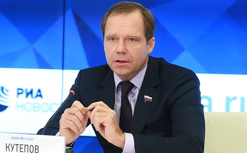 http://council.gov.ru/media/photos/large/CfFq3z0vyUxh1IUiITpkGm4O9UTJLunc.JPG