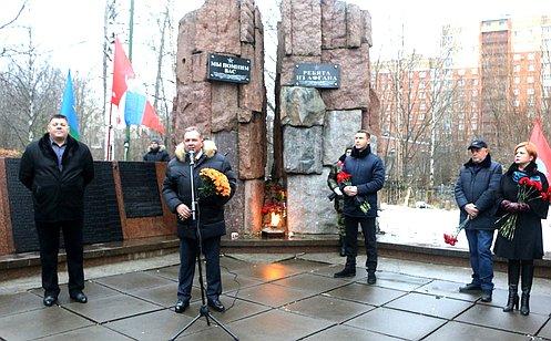 Установленный вАрхангельске памятный знак посвящен матерям солдат, невернувшихся свойны— В.Павленко