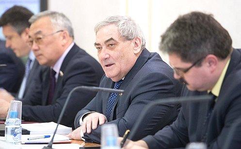 В.Штыров провел первое заседание Совета повопросам развития Дальнего Востока иБайкальского региона