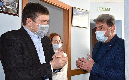 Н. Журавлев посетил волонтерский центр вКостромской области ипередал защитные маски для пожилых людей