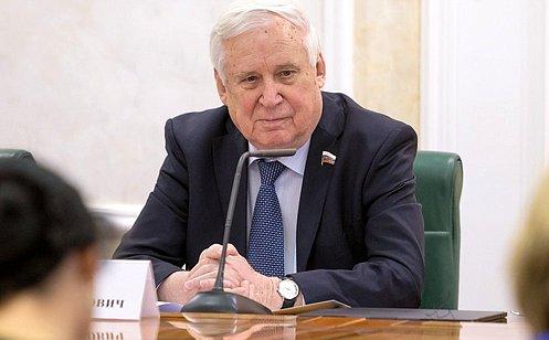 http://council.gov.ru/media/photos/large/Mk8i4PqzAgSwVPoLj5PvAKAPBV4jX3YP.jpg