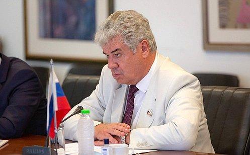 http://council.gov.ru/media/photos/large/N8QUNqQCCWatco1negYAJeQgMKkHwzSz.jpg