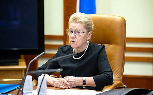 http://council.gov.ru/media/photos/large/T5sMPMkoqiiGFZpc80WweczGachmeAcQ.jpg