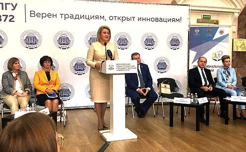 Л. Гумерова: Совет Федерации открыт для диалога спедагогическим иродительским сообществом