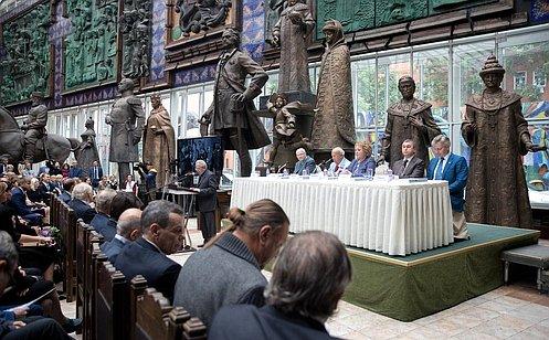 http://council.gov.ru/media/photos/large/ZkbARgyLyAI4PV91A4UwshUiFAfl6KlK.jpg