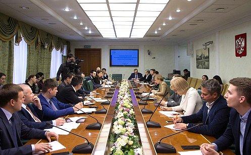 Вопросы информационного взаимодействия финансовых организаций иоператоров связи рассмотрели вСовете Федерации
