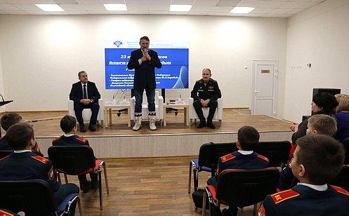 Ю. Воробьев: Встречи слюдьми, состоявшимися всвоей профессии, помогают молодым людям выбрать свое будущее