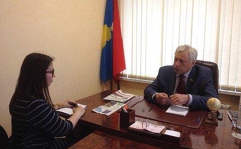 Ю. Липатов входе приема граждан вМосковской области обсудил вопросы социальной защиты