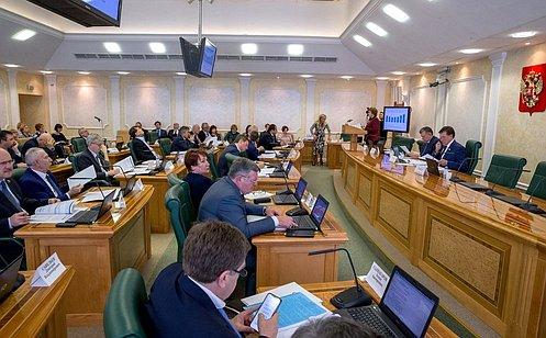 Влияние изменений законодательства надоходы региональных бюджетов рассмотрел Комитет СФ побюджету ифинансовым рынкам