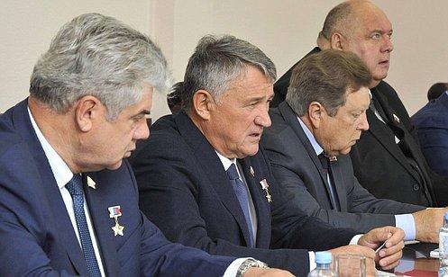 Большинство регионов России активно шефствуют над Вооруженными Силами— Ю.Воробьев