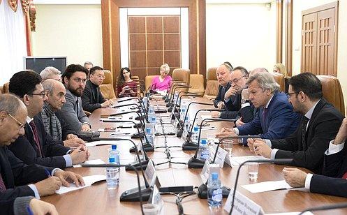 Сенаторы ипредставители иностранных СМИ вМоскве обменялись мнениями повопросу информационной политики России