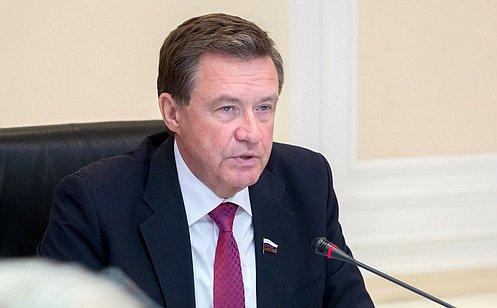 http://council.gov.ru/media/photos/large/i3OTFTFYk4pKzQXi2AknqNiDn480AsaD.jpg