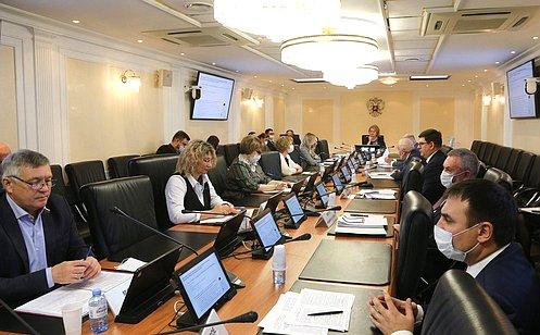 http://council.gov.ru/media/photos/large/jIVAyjKi5J8aRwJvXZuZD3FA2lnvUAcA.jpg