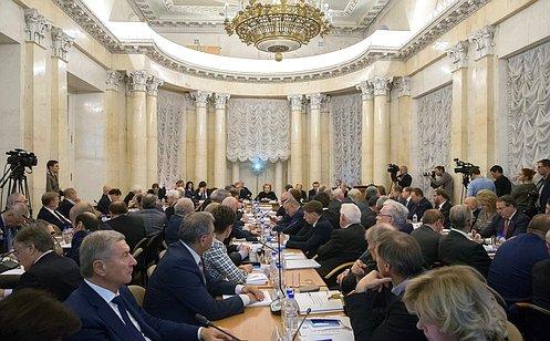 Заместитель председателя Совета Федерации Юрий Воробьев принял участие всовместном заседании Совета Палаты СФ иПрезидиума РАН