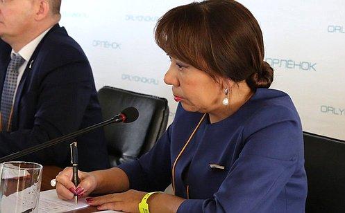 http://council.gov.ru/media/photos/large/lnQ8rHonryiecMN4X4WR3H5n49KSByrT.JPG