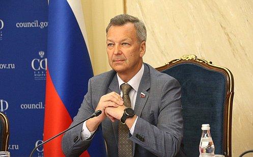 http://council.gov.ru/media/photos/large/n6LVaUjr1tvXHDjPm6Wfy8ePOyzqXkHV.jpg