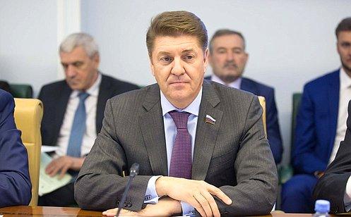 http://council.gov.ru/media/photos/large/uzo3YpdtpY8xILIeHnANZ0Irk6ARaQpL.jpg