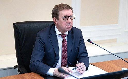 http://council.gov.ru/media/photos/large/vnhGPGVlV8Wz8BjCIGAmIRbtIdfdBm4W.jpg