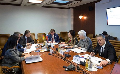 http://council.gov.ru/media/photos/large/xu7pue6Tox1AC1TExpLVAsQkJhbAyBWh.jpg