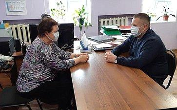 Денис Гусев посетил деревню Андег Заполярного района региона