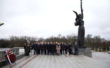 Церемония возложения венка кстеле «Минск– город-герой»