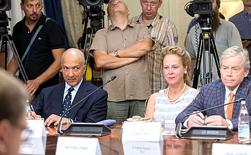 Встреча К. Косачева счленом Сената Конгресса США отРеспубликанской партии Р. Полом