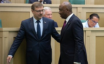 К. Косачев иПредседатель Сената Национальной ассамблеи Нигерии А. Сараки