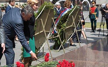 Возложение цветов кпамятнику Г. Жукову