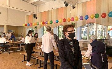 Татьяна Кусайко входе рабочей поездки врегион оценила организацию горячего питания вшколах