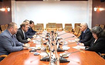 Встреча председателя Комитета СФ помеждународным делам Константина Косачева сЧрезвычайным иПолномочным Послом Республики Куба Херардо Пеньяльвером Порталем