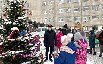 Наталия Косихина иСергей Березкин устроили детский праздник для пациентов областной деткой больницы