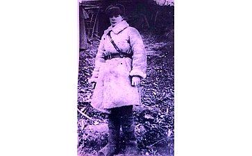Григорий Дмитриевич Шокуров (1923– 1944). Призван в1941г. Воевал наСеверо-Западном и1 Прибалтийскм фронтах. Освобождал Белоруссию. Гвардии капитан. Награжден медалью «Заотвагу», орденами имедалями. Геройски погиб в1944г. Дядя сенатора Ю.Федорова