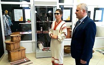 Сергей Мартынов посетил выставку «Поликультурная карта Марий Эл»