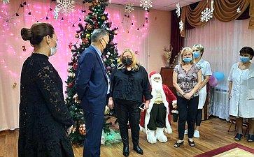 Юрий Валяев посетил специализированный Дом ребенка вБиробиджане