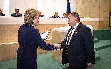 С.Калашникову вСовете Федерации вручили благодарность задобросовестный труд
