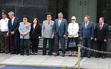 Ю. Воробьев исенаторы приняли участие вцеремонии вручения дипломов выпускникам вузов МЧС