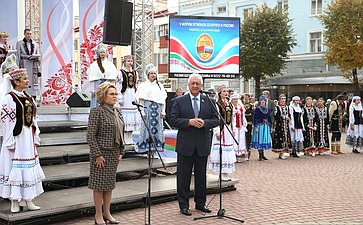 Председатели верхних палат парламентов России иБеларуси В. Матвиенко иМ. Мясникович открыли вМогилеве выставку ремесел