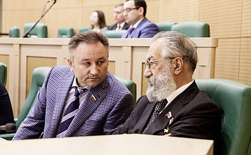 Егор Атанов и Артур Чилингаров на 358 заседании Совета Федерации