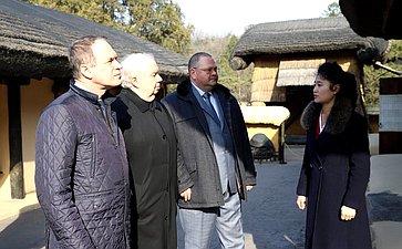 Посещение родного дома Ким Ир Сена вМангёндэ