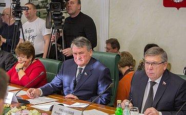 Ю. Воробьев и В. Рязанский Л. Глебова Заседание Комитета общественной поддержки жителей Юго-Востока Украины