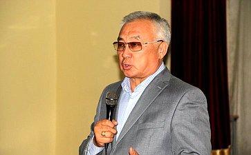 Б. Жамсуев провел встречу спредставителями молодежи Агинского Бурятского округа