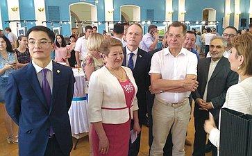 А. Башкин посетил фотовыставку «Астана— жемчужина Великой степи»