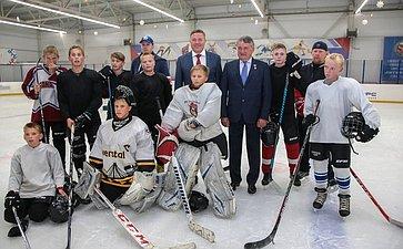 Сюными хоккеистами